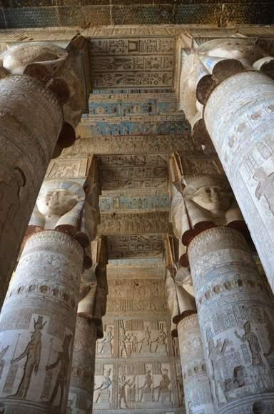 Колоннада храма Хатхор