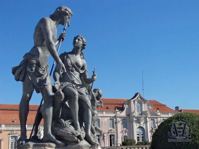 Скульптуры дворца