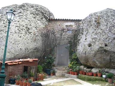 Монсанту камень