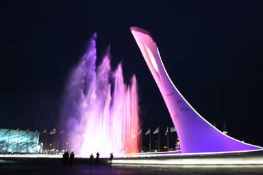 Фонтаны у чаши Олимпийского огня