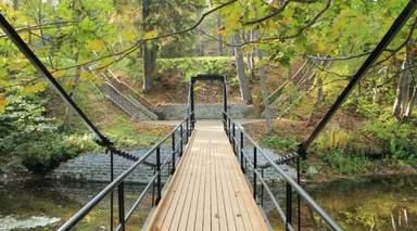 Мост в усадьбе Фалль