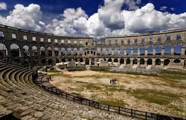 Древнеримский амфитеатр внутри