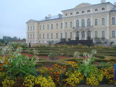 Французский парк дворца в Рундале
