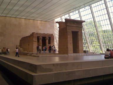 2000-летний египетский храм Дендур