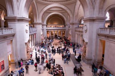 Внутри музея Метрополитен в Нью-Йорке