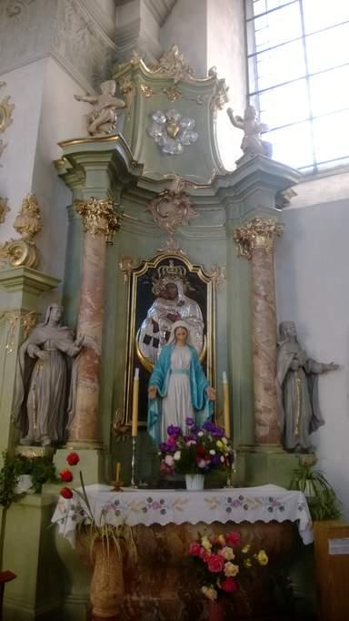 Алтарь католического храма в Слониме