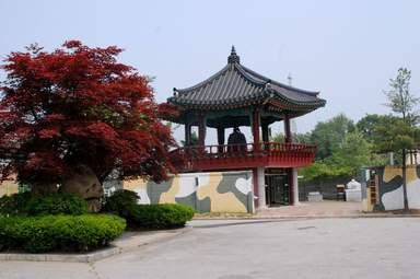 Храм с колоколом