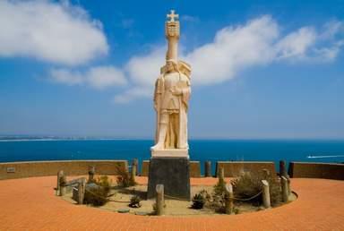 Памятник Хуану Кабрильо на горе Соледат в Сан-Диего