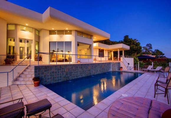 Дом с бассейном в Лос-Анджелесе