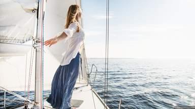 На яхте в море