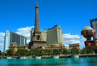 Эйфелева башня отеля Paris в Лас-Вегасе