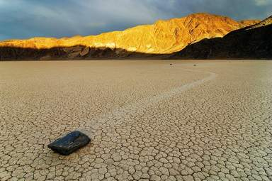 Блуждающие камни Долины Смерти