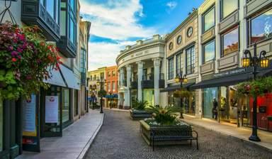 Улица бутиков и магазинов в Лос-Анджелесе