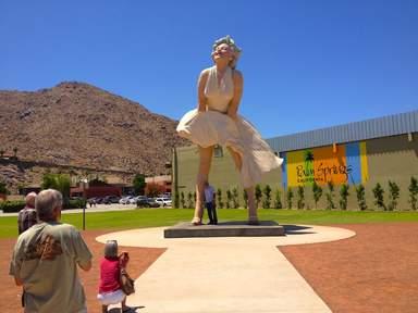 Гигантская статуя Мерилин Монро в Палм-Спрингсе