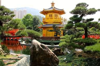 Золотой павильон в монастыре Чи Линь