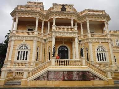 Роскошный дворец Риу-Негру в Манаусе