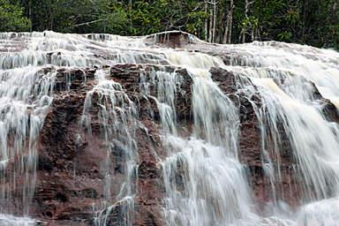 Водопады Фигерейду в Манаусе