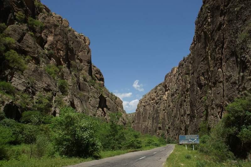 Дорога к монастырскому комплексу Нораванк