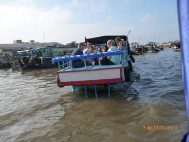 Туристы в дельте реки Меконг