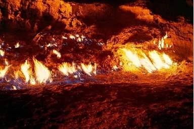 Природный вечный огонь Янардаг