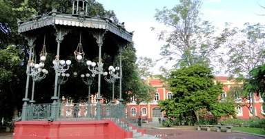 Площадь Провинциального Дворца.