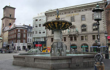 Благотворительный фонтан на Старой площади в Копенгагене