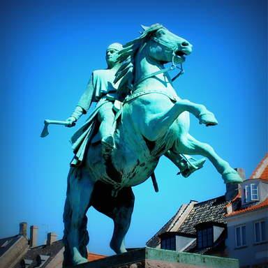 Конная статуя епископа Абсалона в Копенгагене