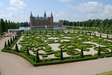 Замок Фредериксборг с садом
