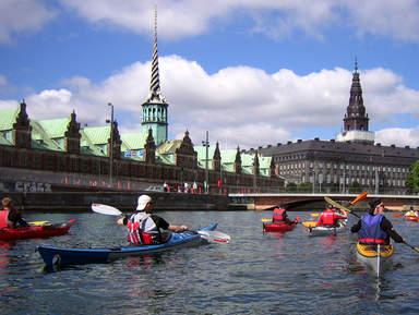 Катание на байдарках на канале в Копенгагене