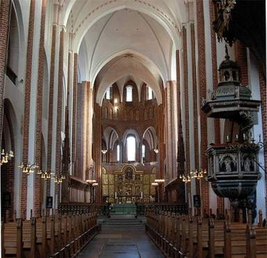 Внутри Кафедрального собора в Роскилде