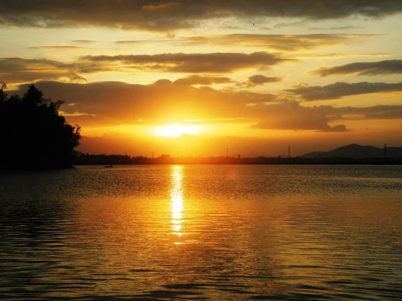 Закат на реке Кай