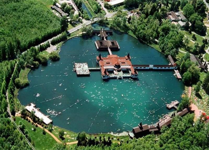 Озеро на курорте Хевиз