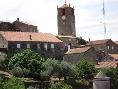 Часовая башня в Монсанту