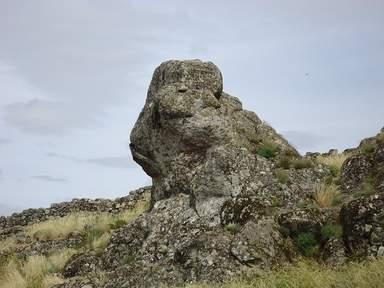 Каменный валун