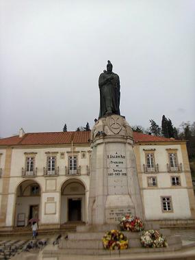 Памятник рыцарю Гуалдину Пайшу - оснлователю города Томар
