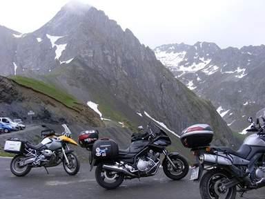 Мототуристы в горах