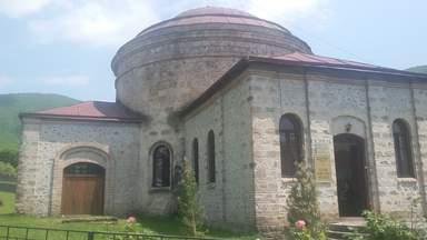 Трехсвятительская церковь в Шеки