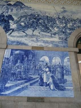 Огромные панно в железнодорожном вокзале Сан Бенту в Порту