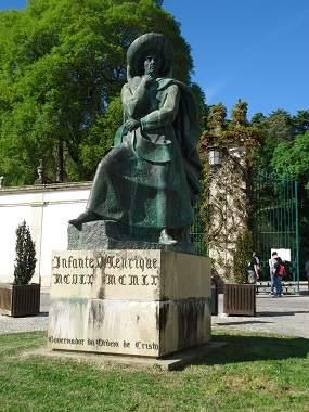 Памятник инфанту Генриху Мореплавателю в городе Томар