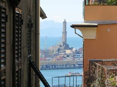 Главный маяк Генуэзского порта