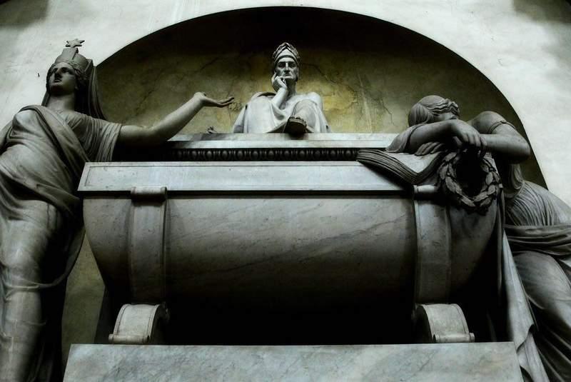 Надгробие над несостоявшейся могилой Данте