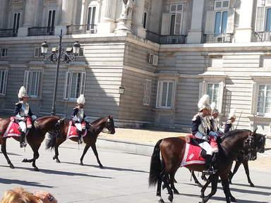 Парад королевской гвардии в Мадриде