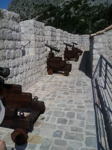 Старинные пушки в крепости Сокол-град