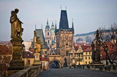 Карлов Мост через Влтаву в Праге