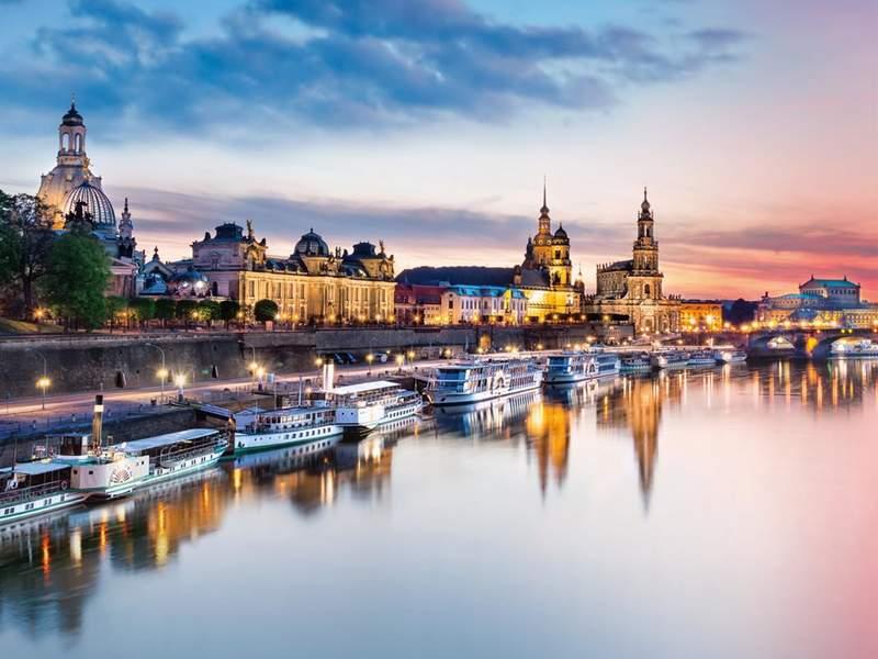 Стоянка прогулочных катеров в Дрездене