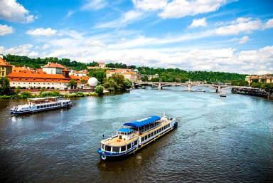Река Влтава - водная артерия Праги