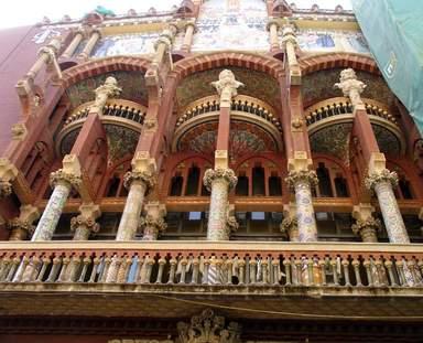 Стиль эклектики в архитектуре Дворца каталонской музыки в Барселоне