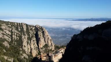 Монастырь и одноимённая гора Монтсеррат