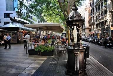 Скульптура в районе Борн в Барселоне