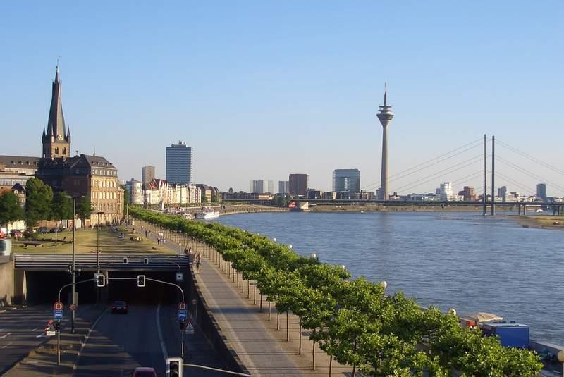 Набережная Дюссельдорфа и Рейн